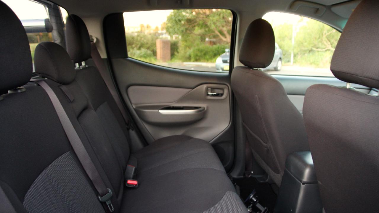2015 Mitsubishi Triton Cab
