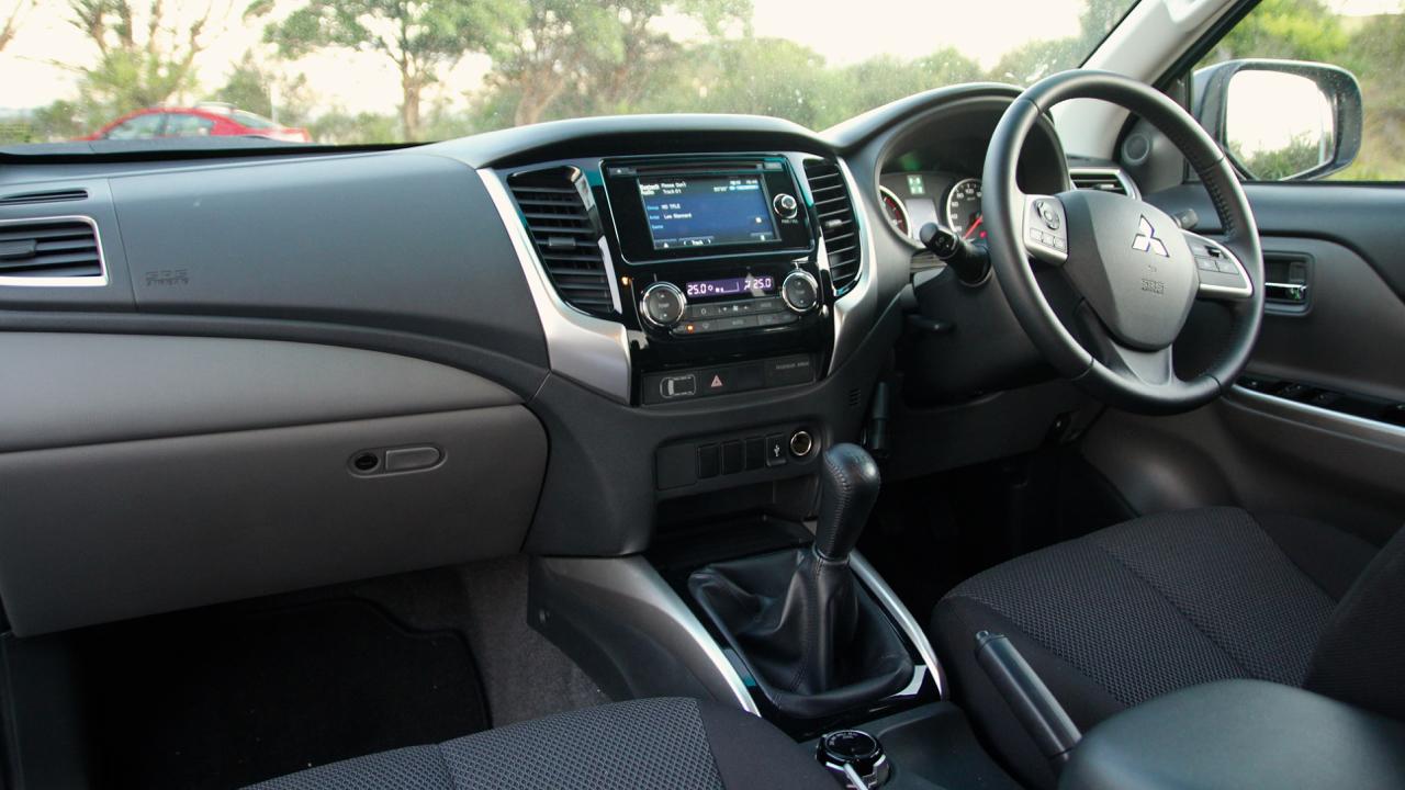 2015 Mitsubishi Triton Interior