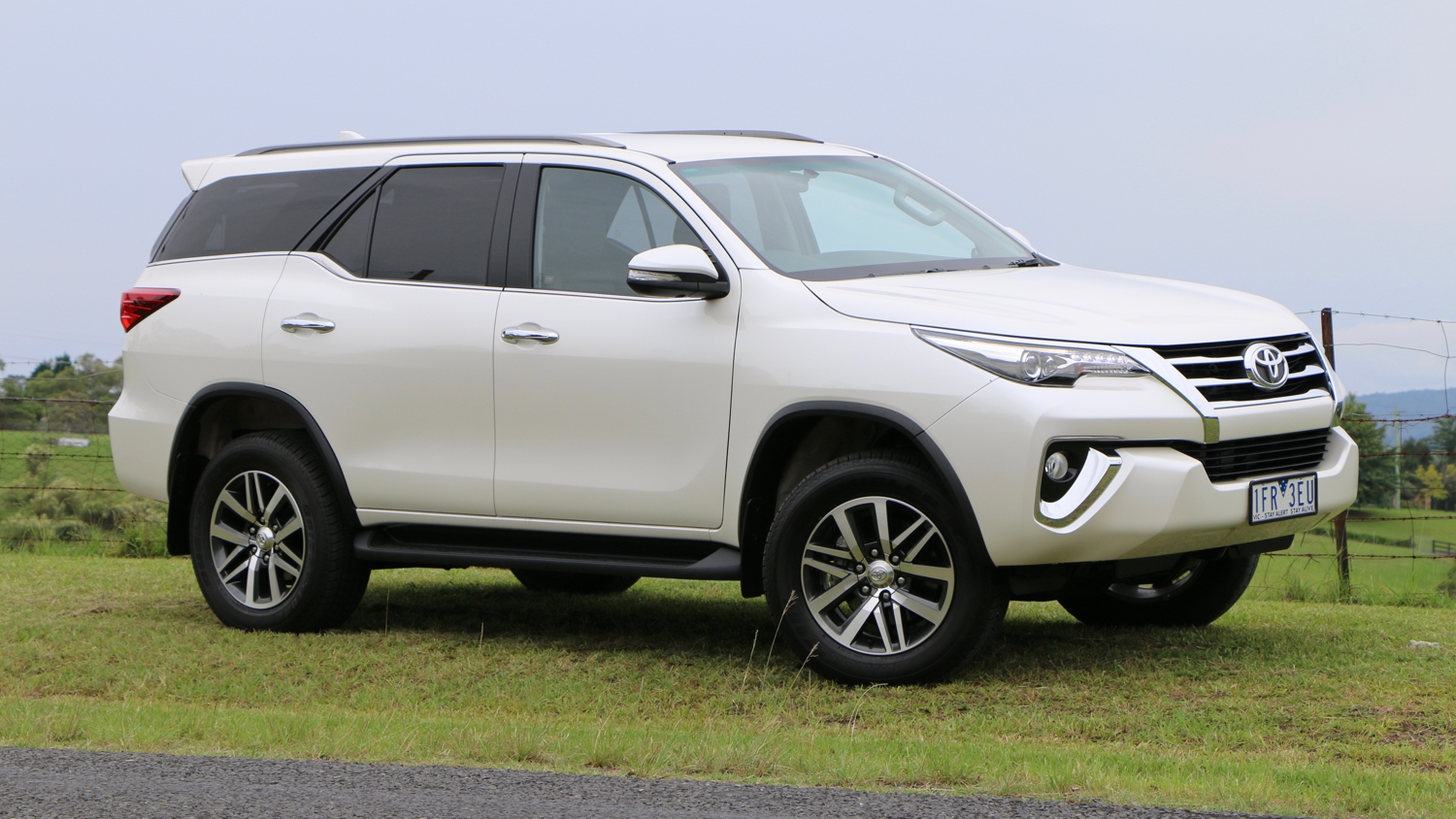 2016 Toyota Fortuner Crusade - Chasing Cars