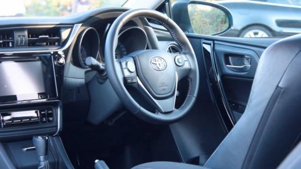 2016 toyota corolla v 2016 hyundai i30 comparison for 2016 toyota corolla s interior