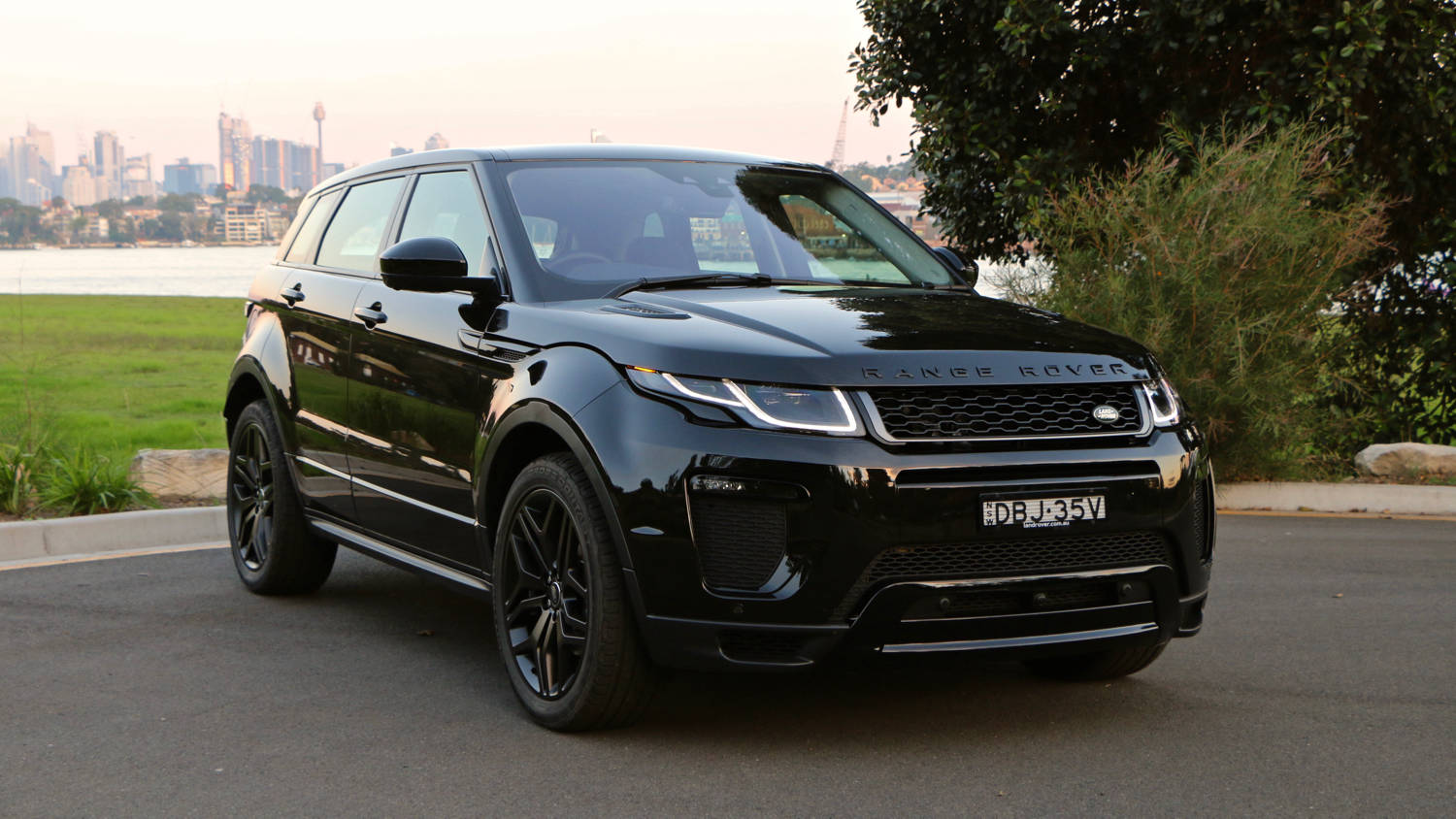 range rover evoque 2016 review chasing cars. Black Bedroom Furniture Sets. Home Design Ideas