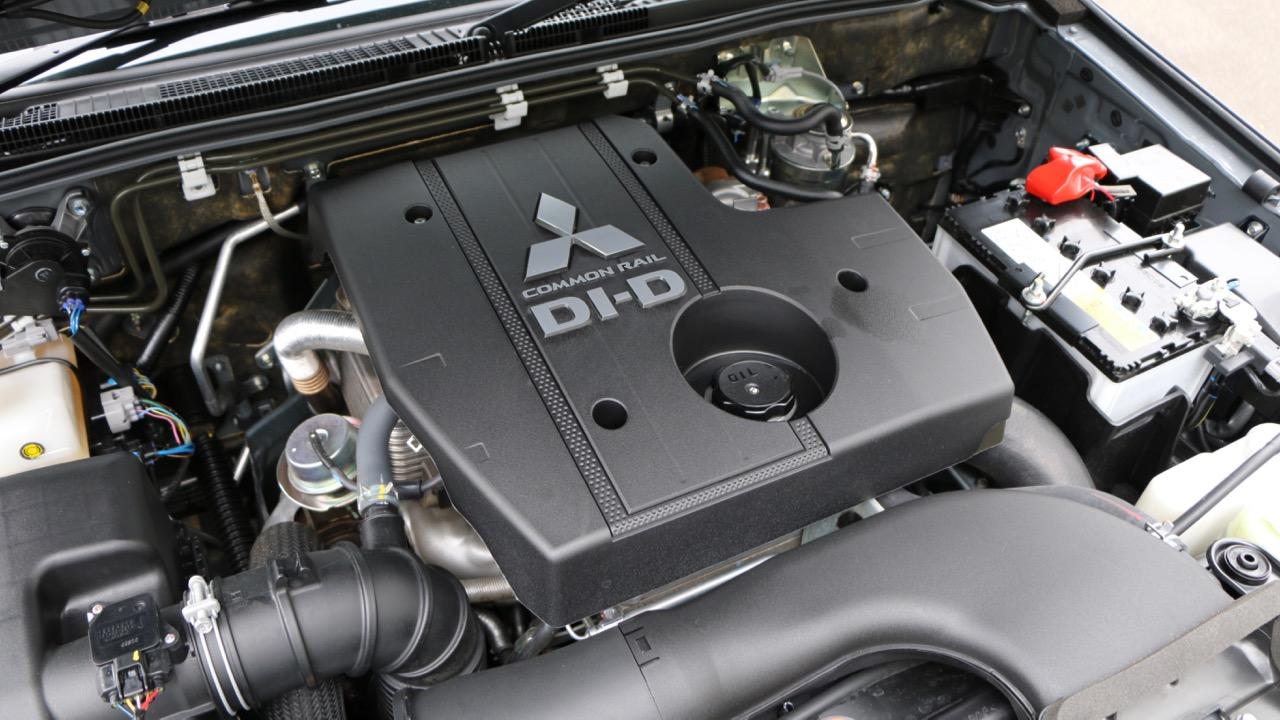 2016 Mitsubishi Pajero Review – Chasing Cars