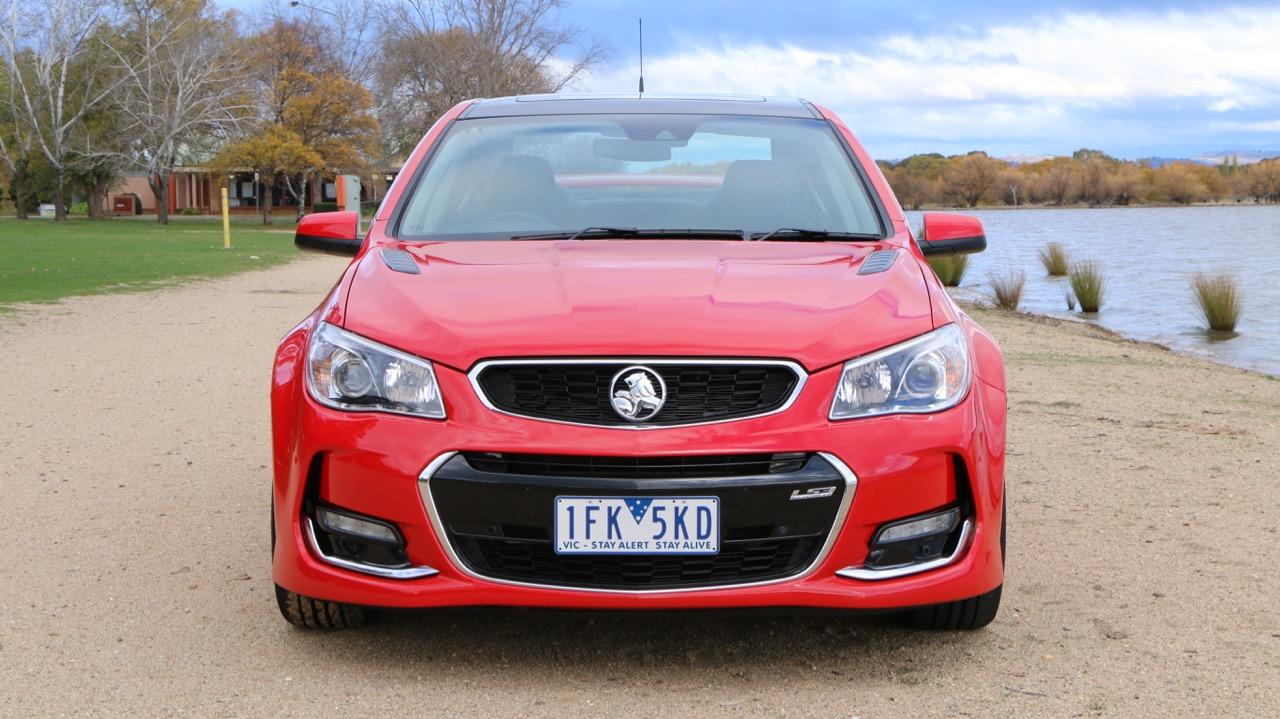 2016 Holden Commodore SS-V Redline Review – Chasing Cars