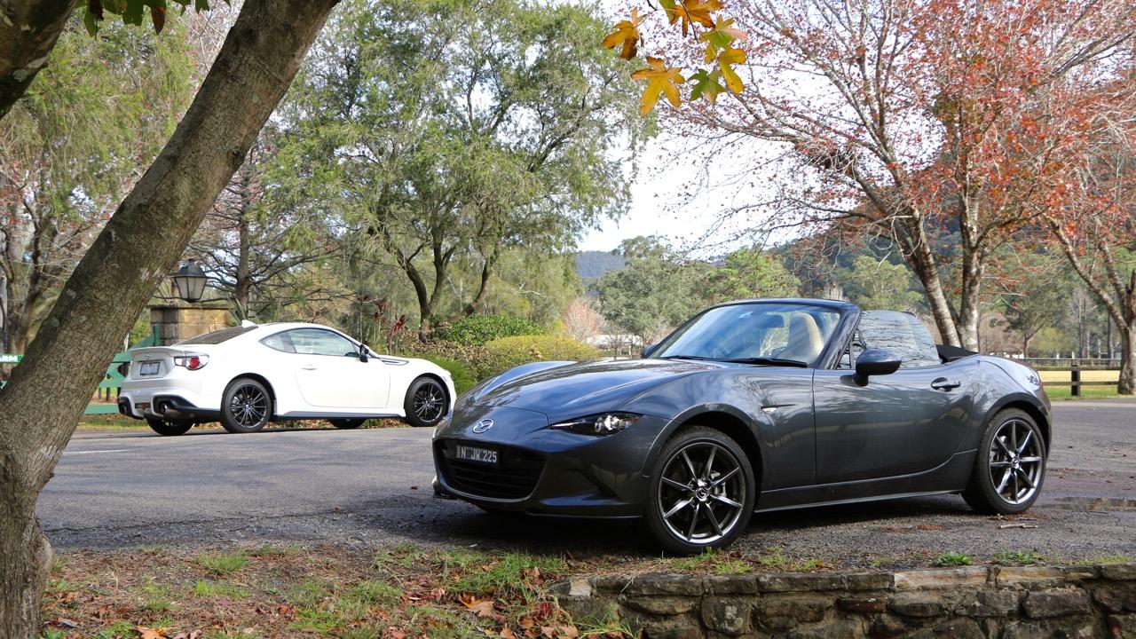 Toyota 86 vs Mazda MX-5 – Chasing Cars