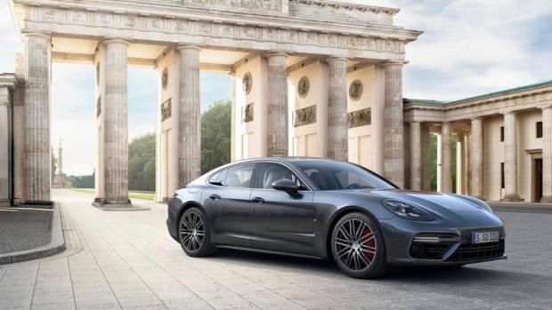 2017 Porsche Panamera Turbo - Chasing Cars