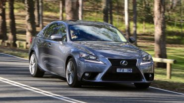 Lexus IS200t Review - Chasing Cars