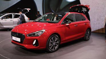 2017 Hyundai i30 Price - Chasing Cars