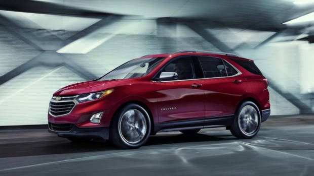 2017 Chevrolet Equinox in motion – Chasing Cars