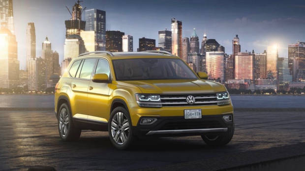 2017 Volkswagen Atlas in the city – Chasing Cars