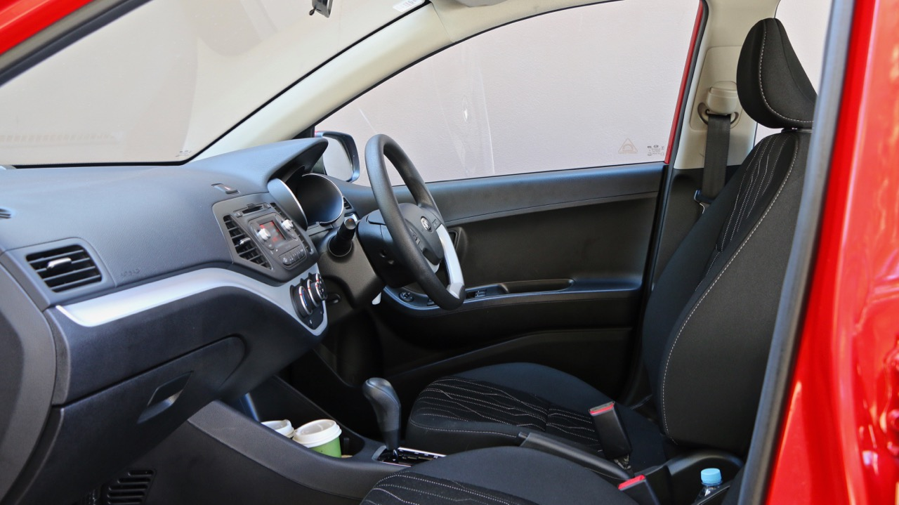 2017 Kia Picanto front interior
