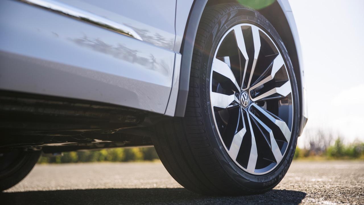 2017 Volkswagen Tiguan 162TSI R-Line Suzuka wheels