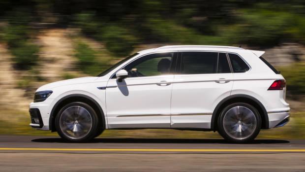 2017 Volkswagen Tiguan 162TSI R-Line white profile