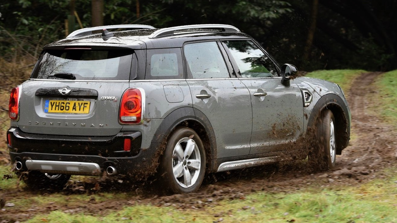 2017 MINI Countryman Offroad – Chasing Cars