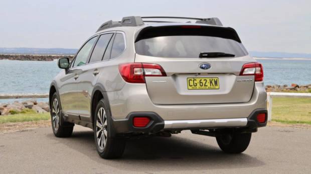 2017 Subaru Outback Premium Platinum Grey rear end – Chasing Cars