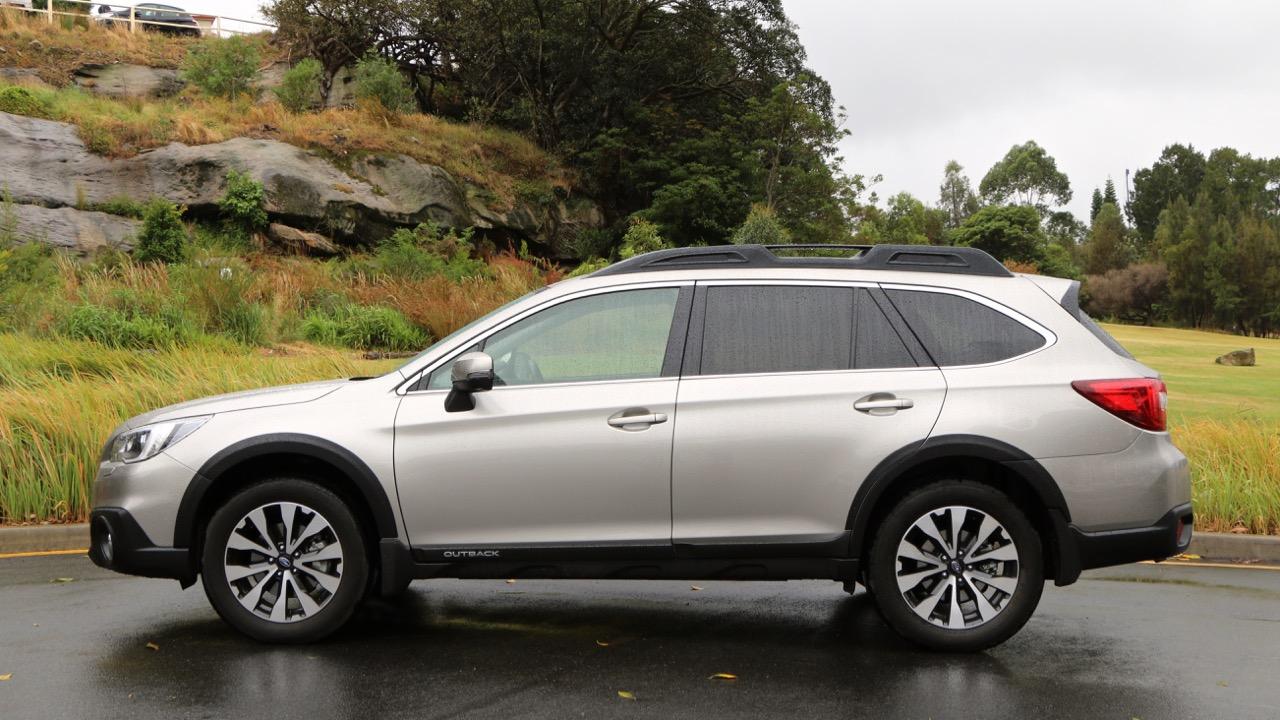 2017 Subaru Outback Premium Platinum Grey side on – Chasing Cars