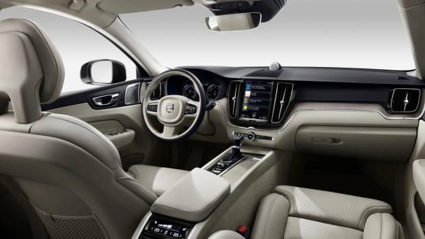 2017 Volvo XC60 beige interior