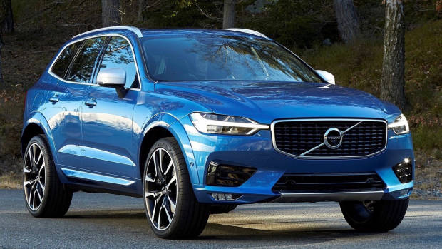 2017 Volvo XC60 blue front