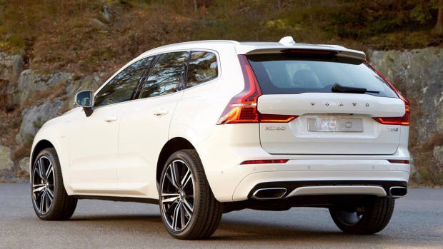 2017 Volvo XC60 white rear