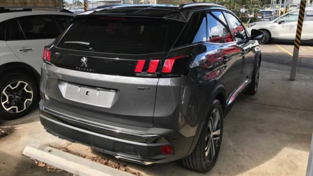 2017 Peugeot 3008 GT grey rear