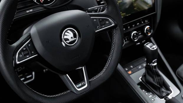 2017 Skoda Octavia RS steering wheel