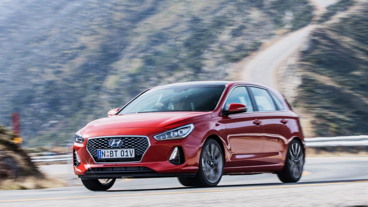 2017 Hyundai i30 SR Premium Side Profile Driving