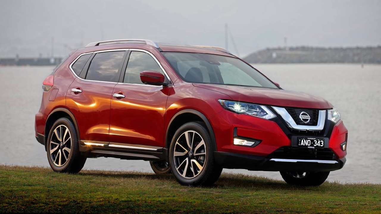 2017 Nissan X-Trail red front