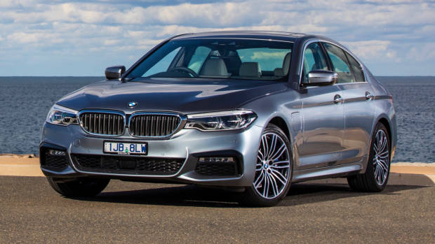 2017 BMW 530e Hybrid Front End – Chasing Cars