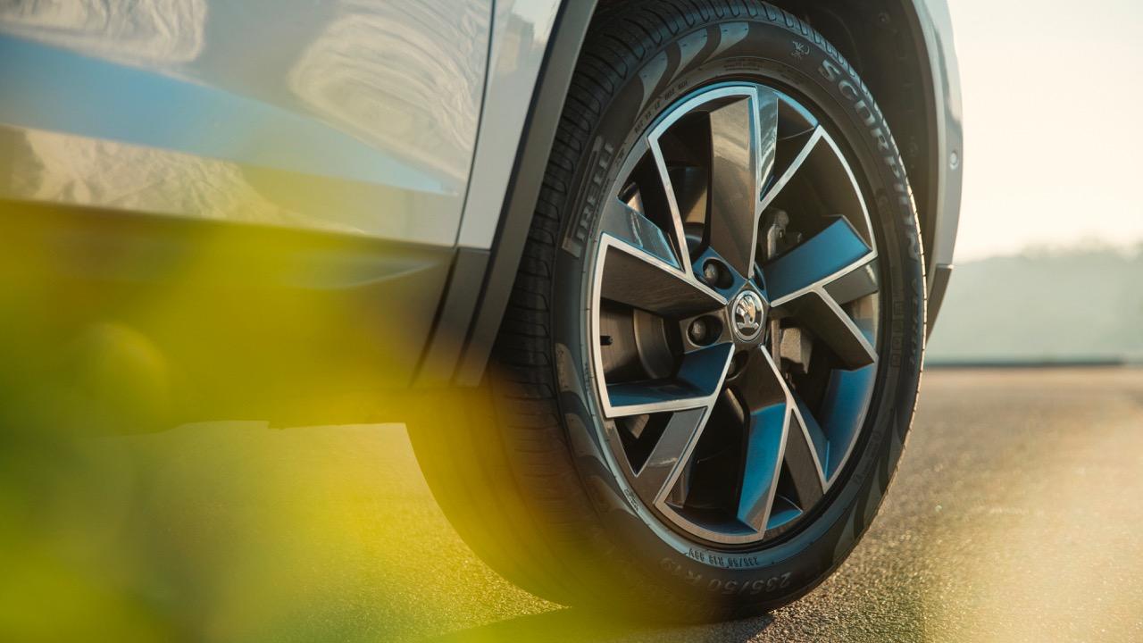 2017 Skoda Kodiaq Australia Pirelli Scorpion tyre –Chasing Cars