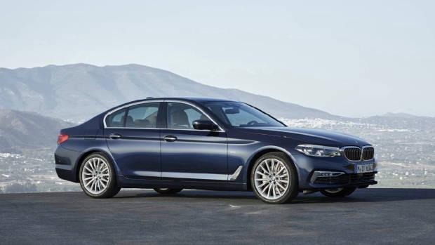 2017 BMW 520i blue front