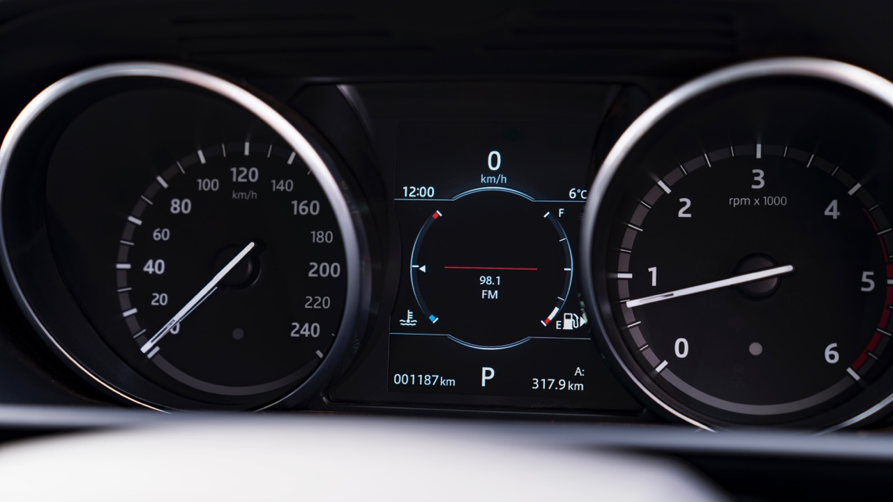 2017 Land Rover Discovery Gauges –Chasing Cars