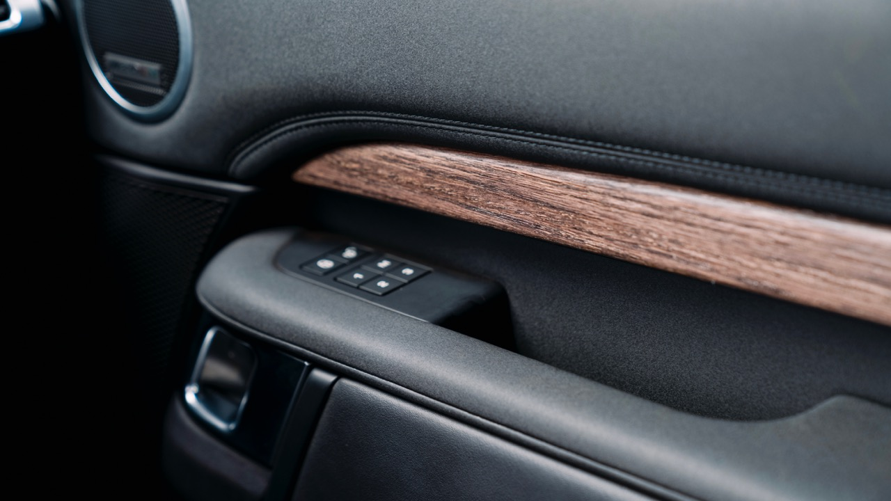 2017 Land Rover Discovery Wood Trim –Chasing Cars
