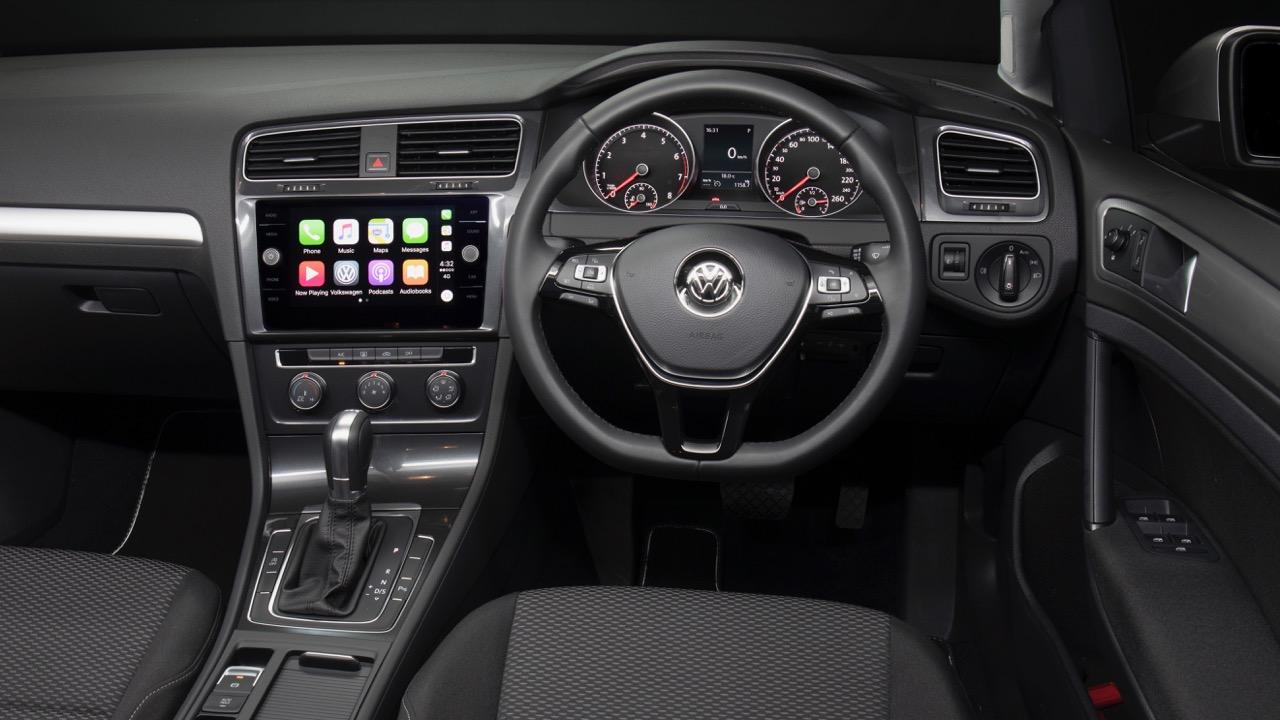 2017 Volkswagen Golf 7.5 110TSI Comfortline Dash – Chasing Cars