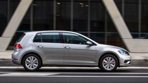 2017 Volkswagen Golf 7.5 110TSI Comfortline Side Profile – Chasing Cars