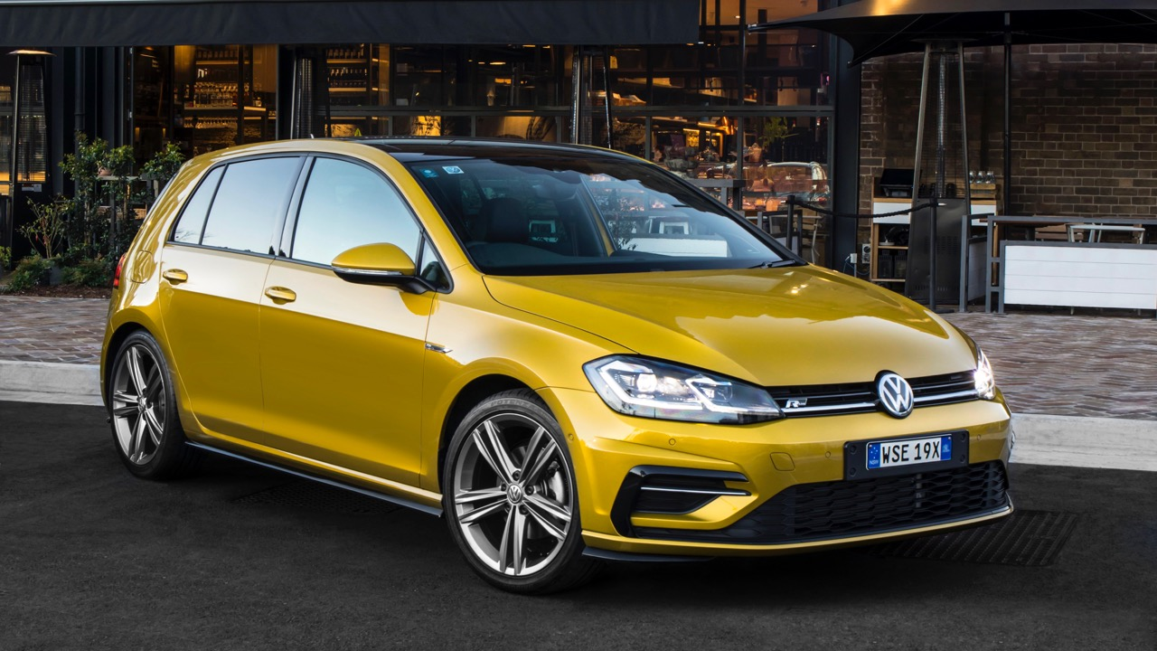 2017 Volkswagen Golf 7.5 110TSI R-Line Front End – Chasing Cars