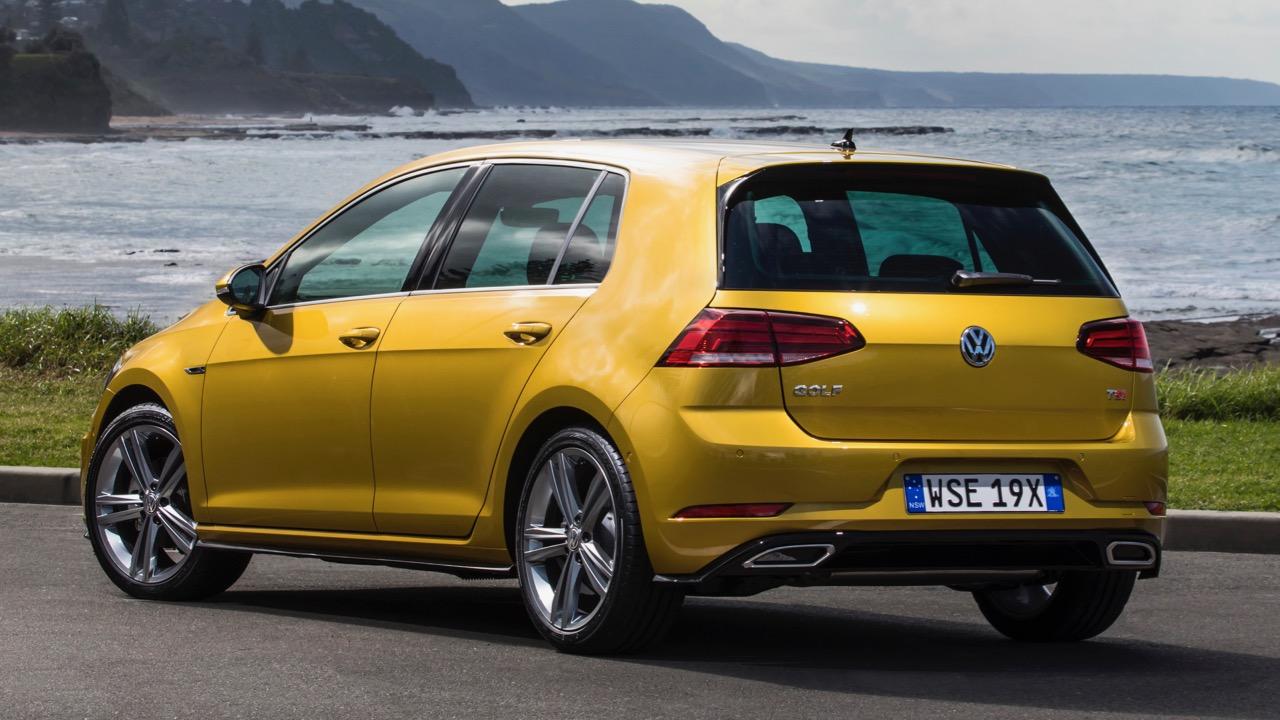 2017 Volkswagen Golf 7.5 110TSI R-Line Rear End – Chasing Cars