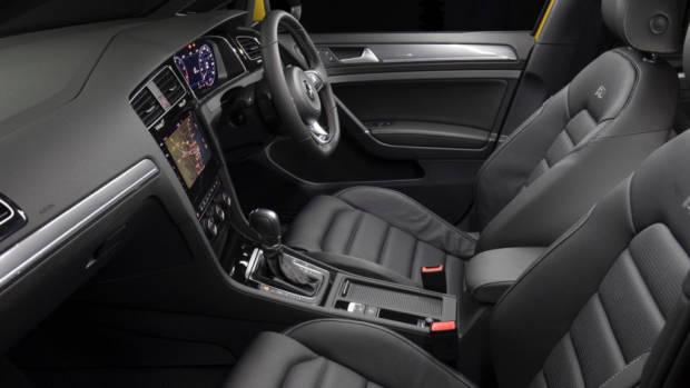2017 Volkswagen Golf 7.5 110TSI R-Line Seats – Chasing Cars