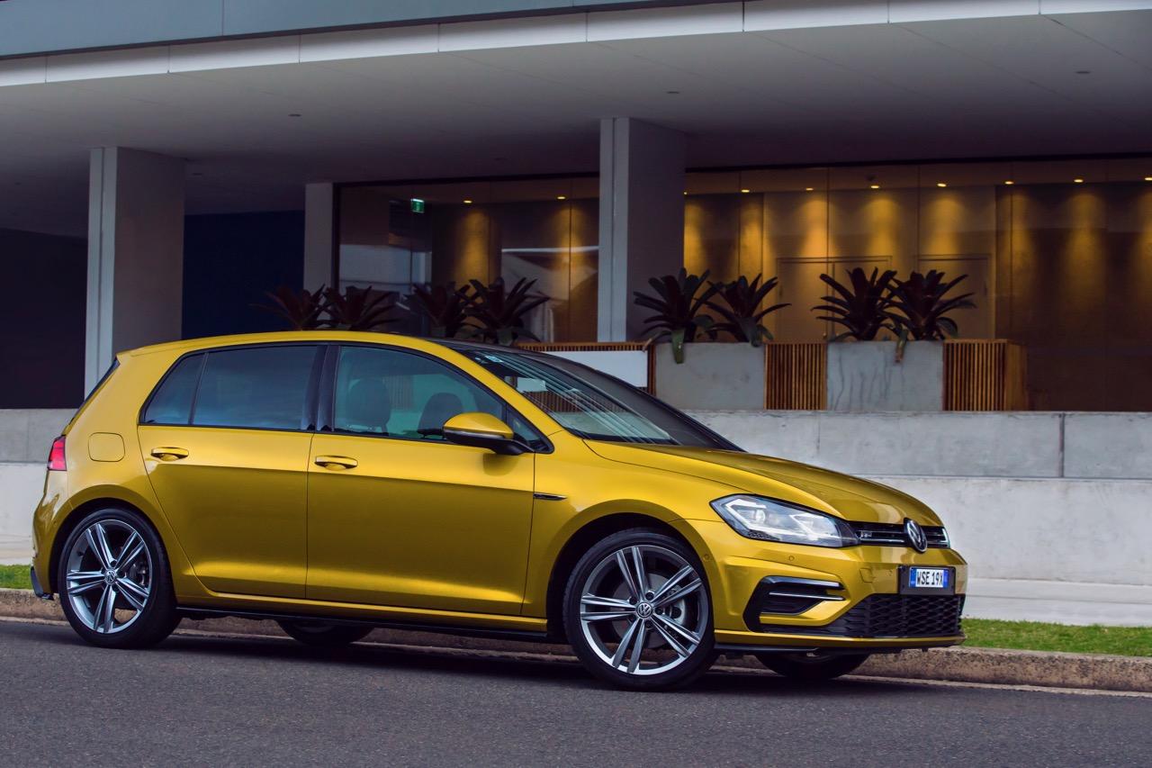 2017 Volkswagen Golf 7.5 110TSI R-Line Side Profile – Chasing Cars
