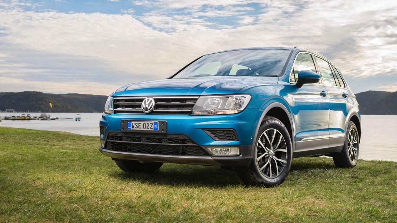 2017 Volkswagen Tiguan Comfortline Blue Front End