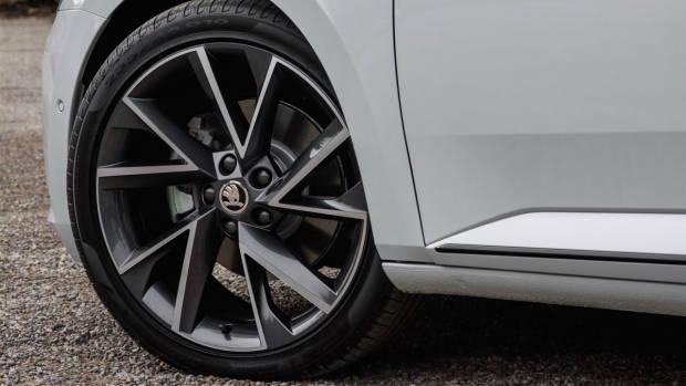 2018 Skoda Superb Sportline wheels