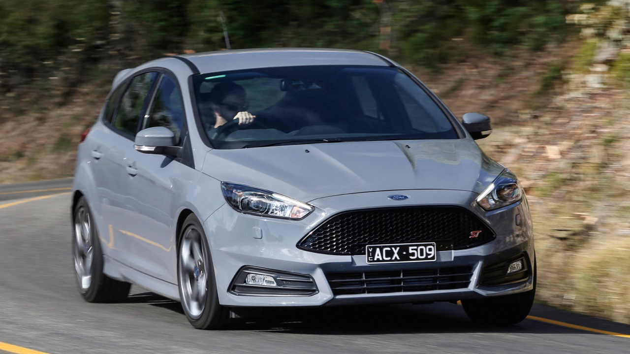 2018 Ford Focus ST Grey Front End Driving