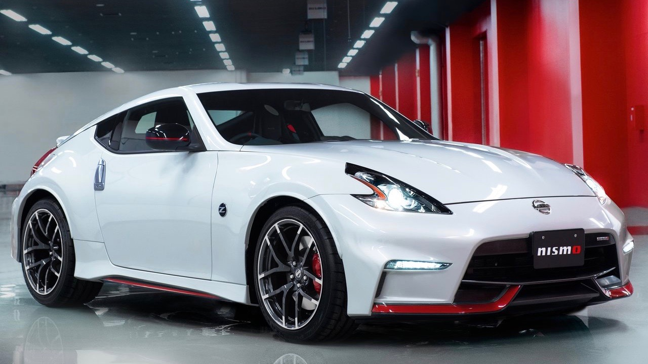2018 Nissan 370Z Nismo white front close