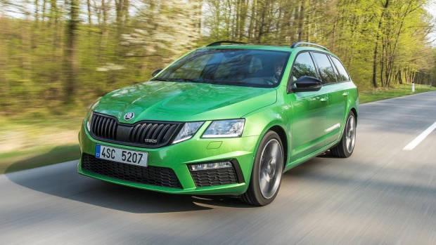 2018 Skoda Octavia RS green wagon front