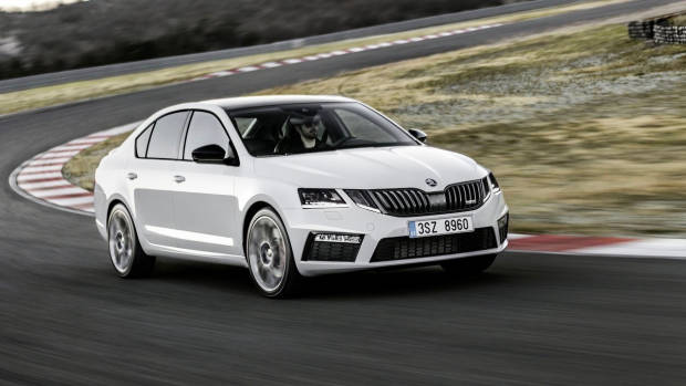 2018 Skoda Octavia RS white sedan front