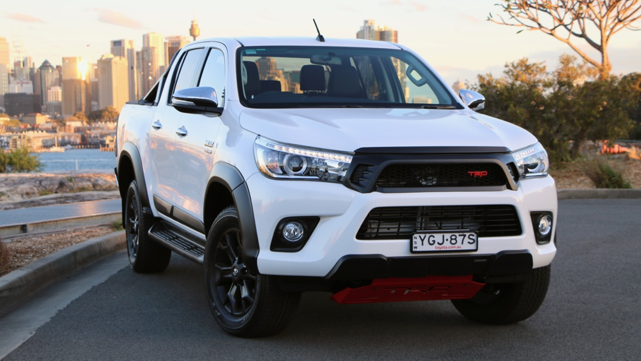 2017 Toyota HiLux TRD Crystal Pearl Front End