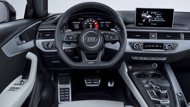 2018 Audi RS4 Avant dashboard