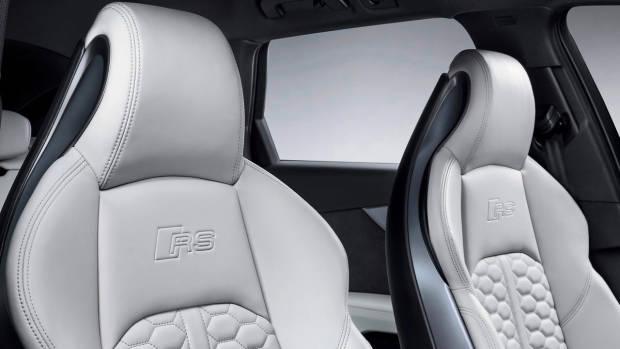 2018 Audi RS4 Avant seats