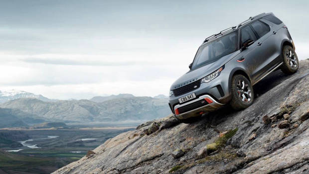 2018 Land Rover Discovery SVX front off-road