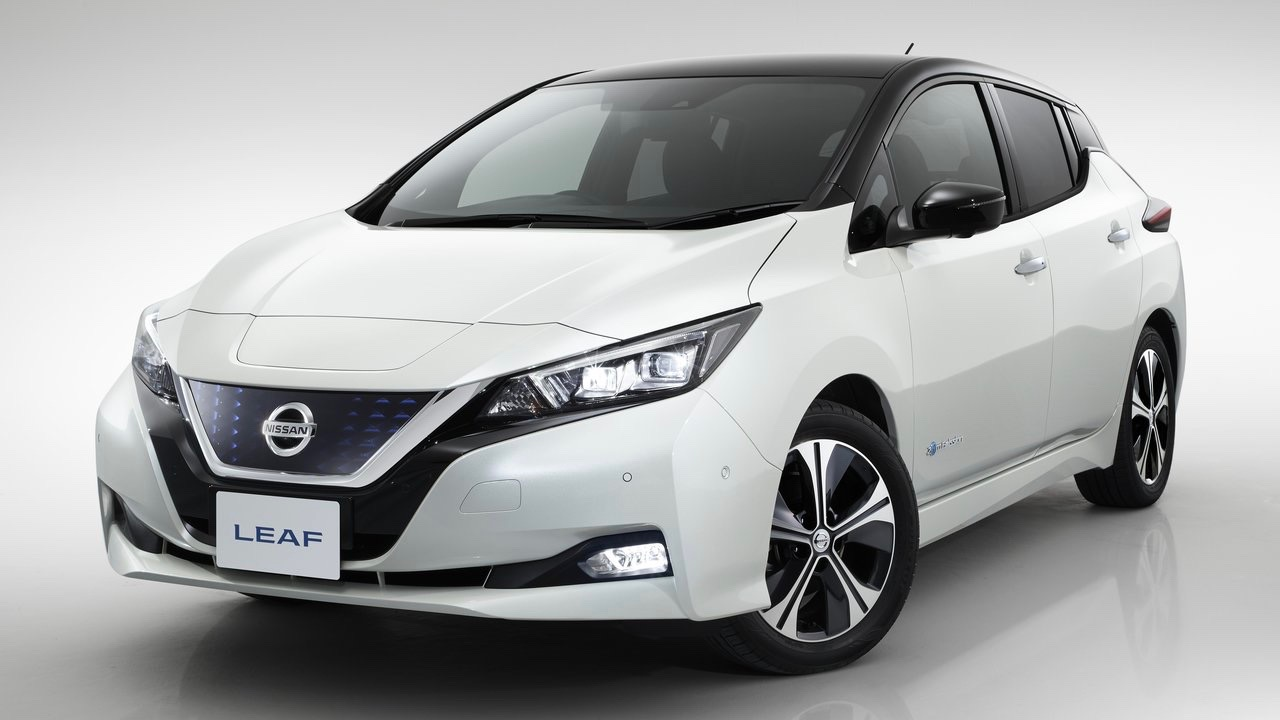 2018 Nissan Leaf white front