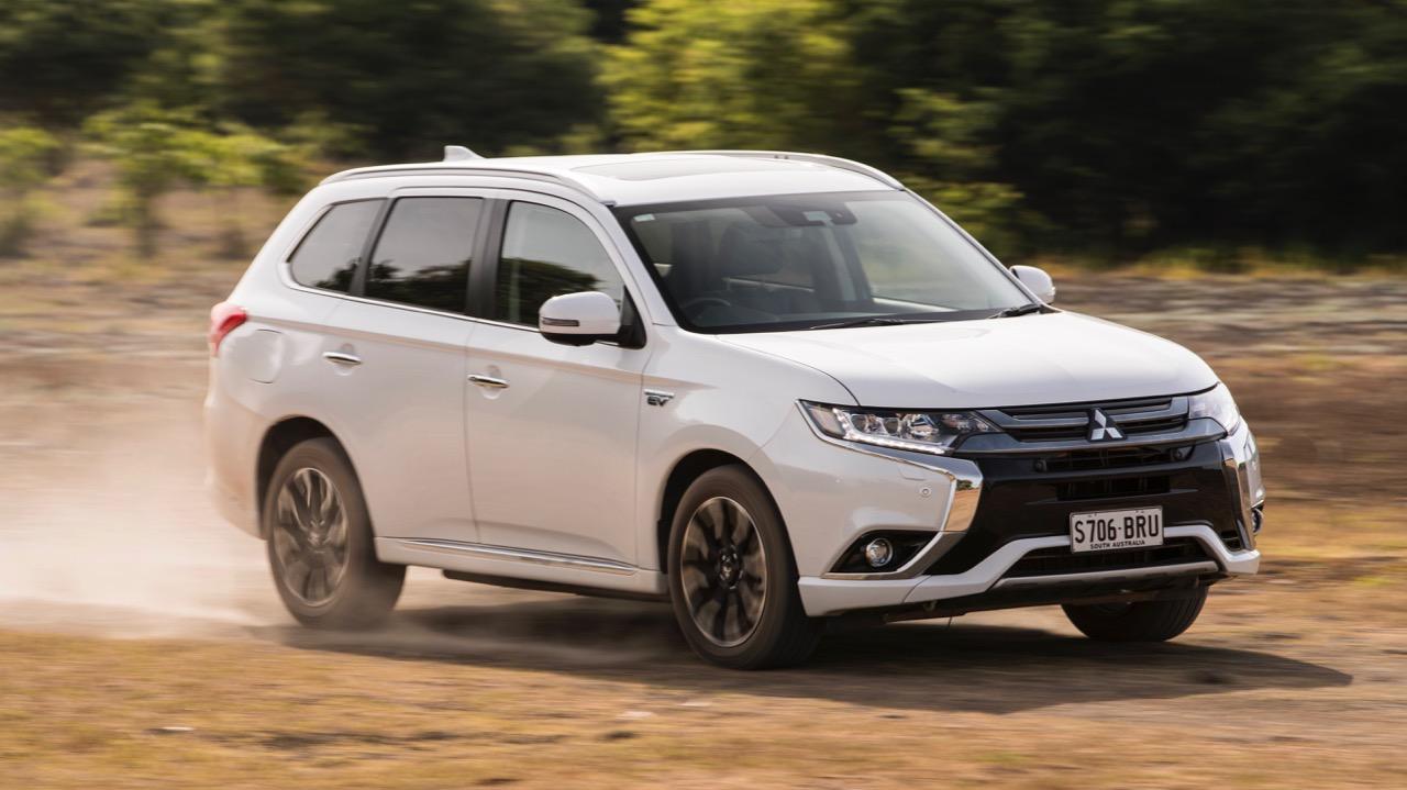 2017 Mitsubishi Outlander PHEV Starlight White Driving