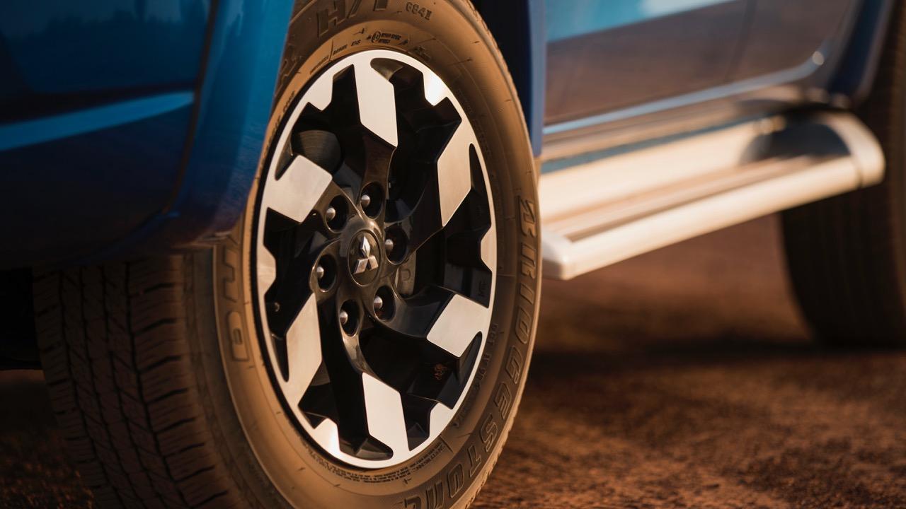 2017 Mitsubishi Triton Exceed Impulse Blue Alloy Wheels